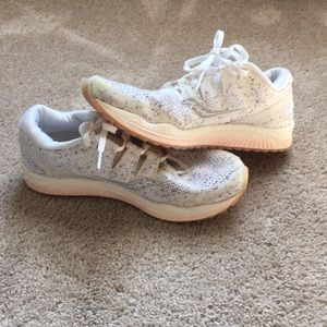 Saucony freedom white noise running shoes 9.5